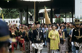 Hamengkubuwono X - Coronation of Hamengkubuwono X and Hemas in 1989