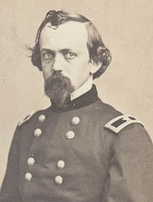 Черно-белое изображение Стоуна в виде генерала в униформе армии Союза.