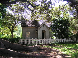Camperdown Cemetery - Cemetery Lodge, in the shadow of the fig tree