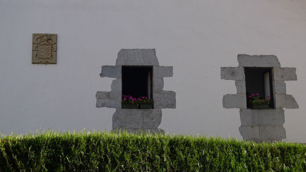 File casa berrozpe detalle de la fachada jpg wikimedia - Detalles para la casa ...