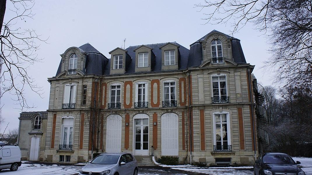 Vue actuelle du Château Dauphinot depuis la rue.