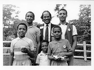 Charles Yancey - Charles Yancey with children at Franklin Park, Boston, 1980s