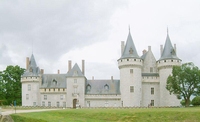 Fichier:Chateau Sully sur Loire vue parc.JPG
