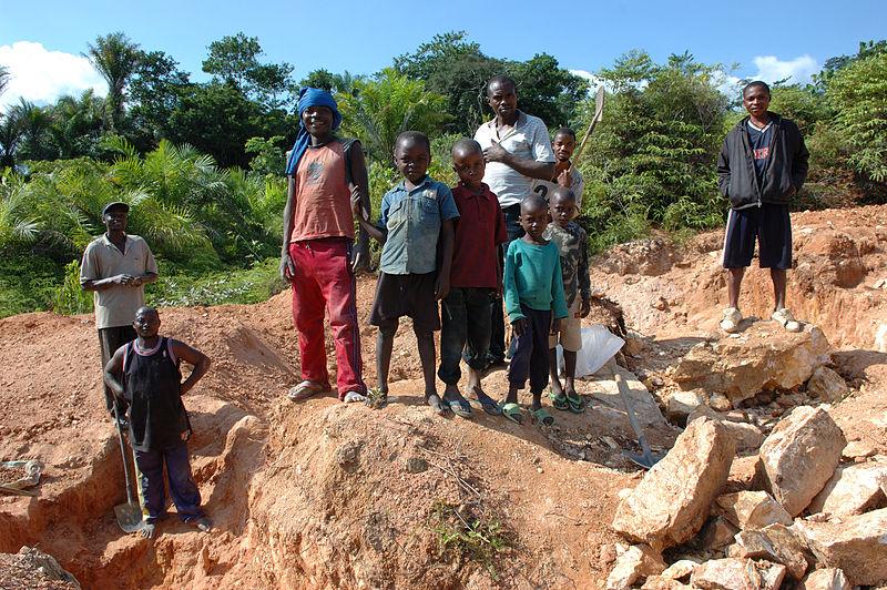 File:Child labor, Artisan Mining in Kailo Congo.jpg