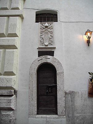Aqua Virgo - Inspection door for the specus in the wall in via del Nazzareno