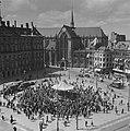 Concert op de Dam in een muziektent voor het Koninklijk Paleis, Bestanddeelnr 901-8560.jpg