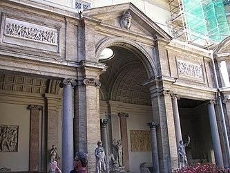 Cortile Ottagono 3.jpg
