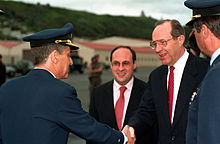 A. Vitorino (centre) avec William Perry en 1996