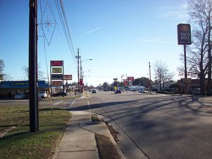 Daleville, Alabama - Daleville Avenue, Daleville's main thoroughfare