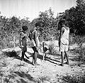 De jongens John en Anthonius, kleinzoons van de Christen-Indiaanse kapitein Abra, Bestanddeelnr 252-6455.jpg