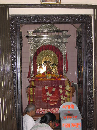 Dhakeshwari Temple - Replica: The Goddess statue at the Dhakeshwari Temple