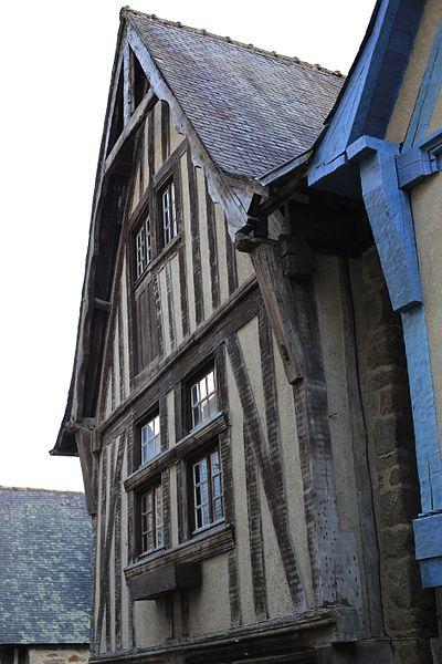 File:Dinan - 68 rue du Petit-Fort 20130216-01.JPG Исторические памятники Динана, достопримечательности Динана, фотографии Динана
