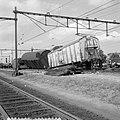 Doordat een diesel-personentrein uit Utrecht C.S. door een rood seinlicht reed, , Bestanddeelnr 916-7677.jpg