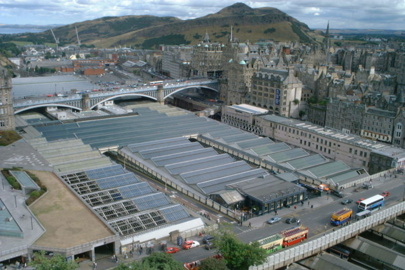 Datei:Edinburgh Waverley Station 2003-08-31.jpg