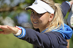 Elana Vesnina stretches.jpg