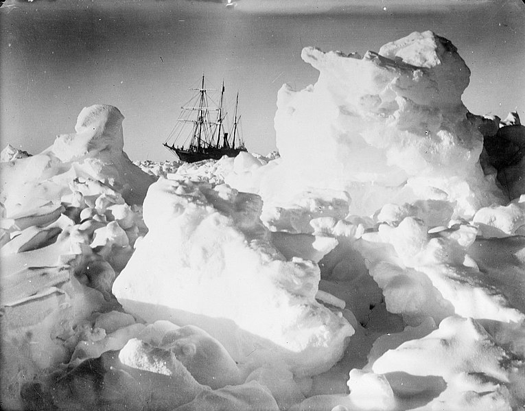 File:Endurance in the ice (4793353550).jpg
