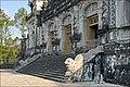 Entrée de la salle du tombeau de Khai Dinh (4378238395).jpg