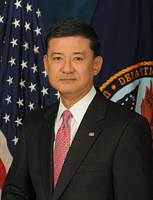 Portrait officiel d'Eric Shinseki, en 2009.