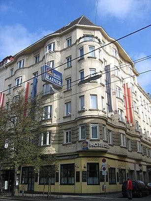 So kommt man zu Hotel Erzherzog Rainer mit den Öffentlichen - Mehr zum Ort Hier