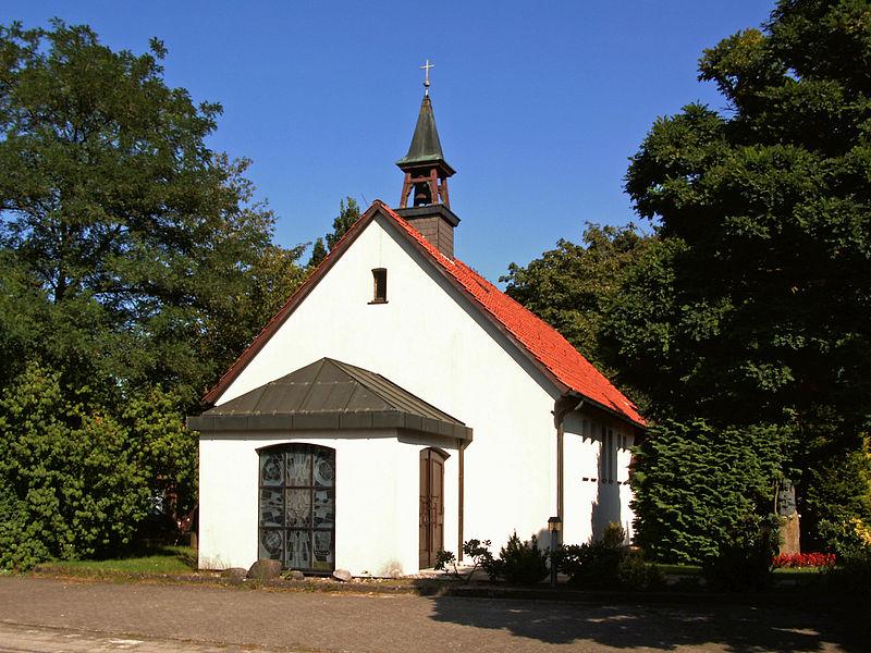 File:Eschede Kirche Theresia.JPG