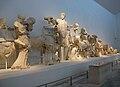 Escultures del frontó oest del temple de Zeus, museu arqueològic d'Olímpia.jpg
