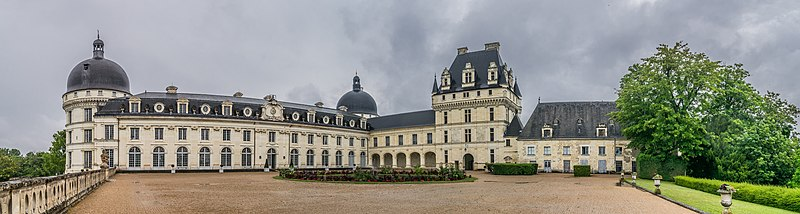 File:Exterior of the Castle of Valencay 27.jpg