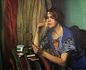 Femme avec un poudrier