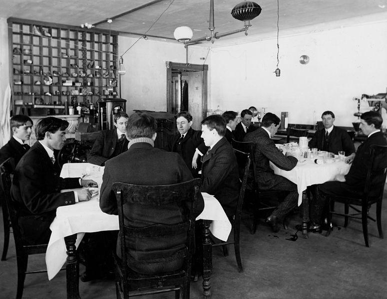 Hơn 100 năm trước, người Mỹ thực hiện an toàn thực phẩm thế nào? - H9