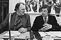FNV-federatieraad onder andere over voorjaarsnota. Wim Kok (r.) en H. Bode tijde, Bestanddeelnr 932-1017.jpg
