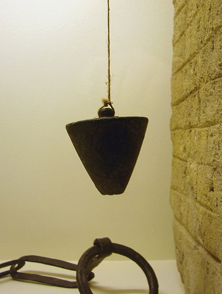 File:Fil à plomb gallo-romain Metz 100109.jpg