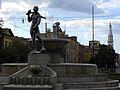 Fontana dei due fiumi e Ghirlandina.jpg