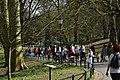 Foule à l'entrée du parc (26555206616).jpg