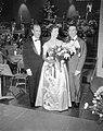 Franck Pourcel, Hannie Lips en André Claveau bij het Eurovisiesongfestival, Bestanddeelnr 909-4016.jpg