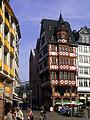 Frankfurt Am Main-Grosser Engel-Roemerbergtotale-Gegenwart.jpg