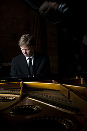 Frederik Magle behind the piano.jpg