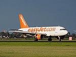 G-EZBL easyJet Airbus A319-111 landing at Schiphol (EHAM-AMS) runway 18R pic2.JPG