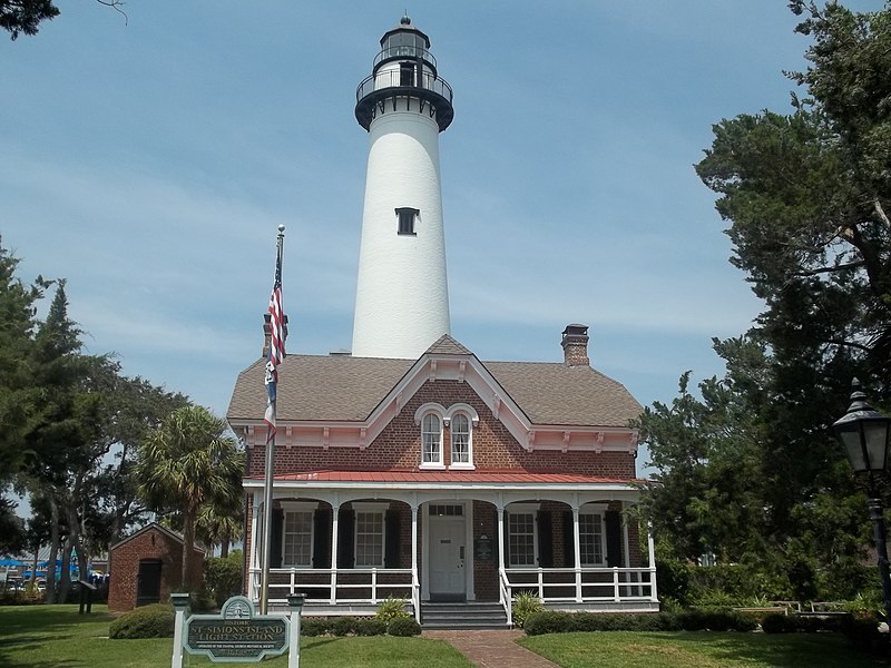 File:GA St Simons Lighthouse and Keepers Bldg01.jpg