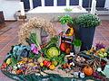 Geschmückter Altar zum Erntedankfest.JPG