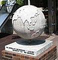 Globus vor dem Rathaus - panoramio.jpg