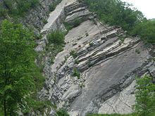 Stratificazione rocciosa nell'ex cava