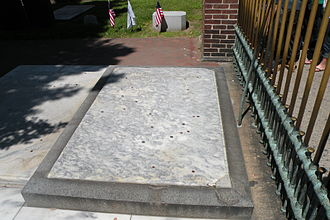 Christ Church Burial Ground - Benjamin Franklin's grave.