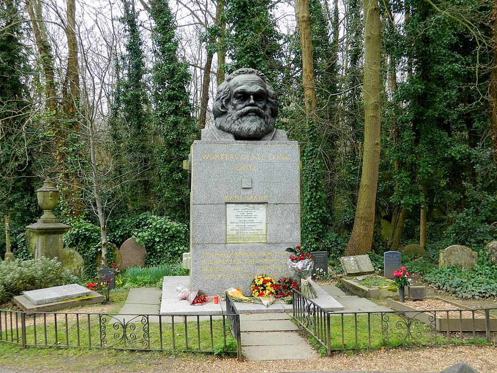 Grave of Karl Marx Highgate Cemetery in London 2016 (10)