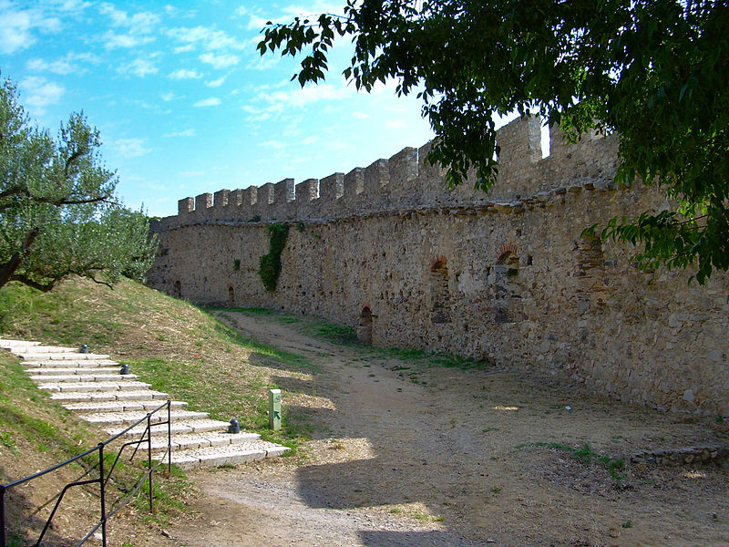 Le château de Grimaud 800px-Grimaud-village-08