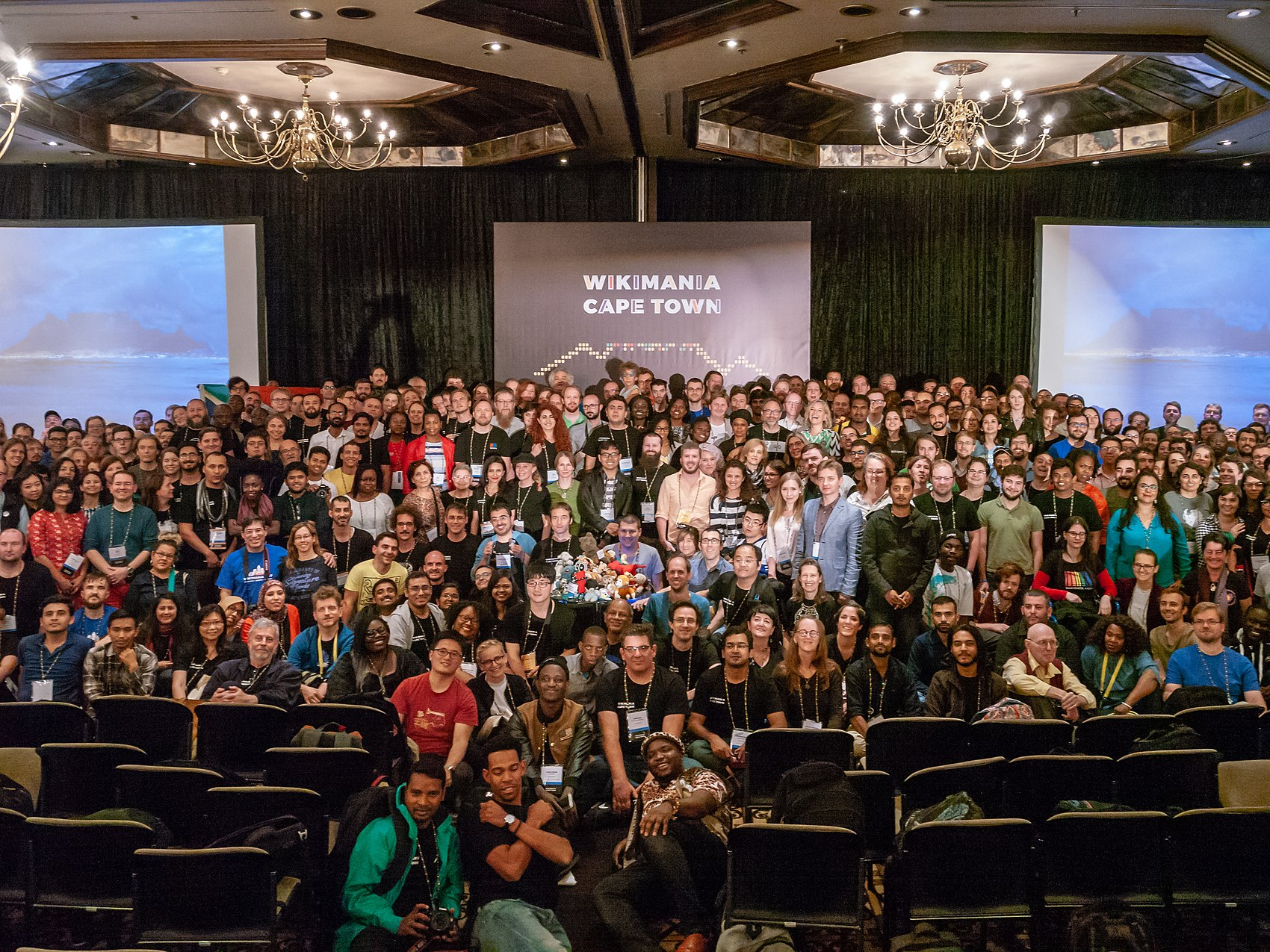 Group photo, Wikimania 2018, Cape Town ( 1050886).jpg