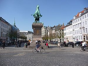 Højbro Plads - Højbro Plads with the equestrian statue of Absalon