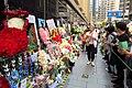 HK 中環 Central 雪廠街 Ice House Street 張國榮 Leslie Cheung 紀念 memorial party flowers April 2018 IX2 visitors 02.jpg