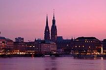 Hamburg-Sevärdheter-Fil:Hamburg Binnenalster & Rathaus