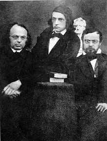 Moriz Haupt, Theodor Mommsen und Otto Jahn vor einer Goethe-Büste, Leipzig 1848 (Quelle: Wikimedia)