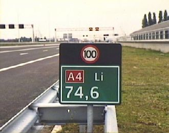 Highway location marker - Hectometer plate with speed limit