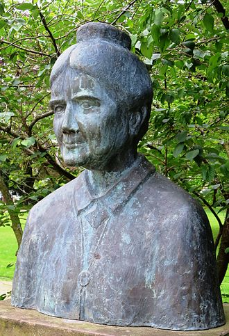 Helene Lange - Bust by sculptor Udo Reimann (1995) at the Cäcilienplatz in Oldenburg